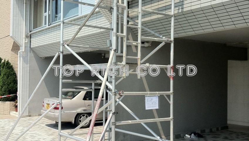 鋁合高空工作台 - 於加列山道豪宅昆盧安裝防風閘 (3)