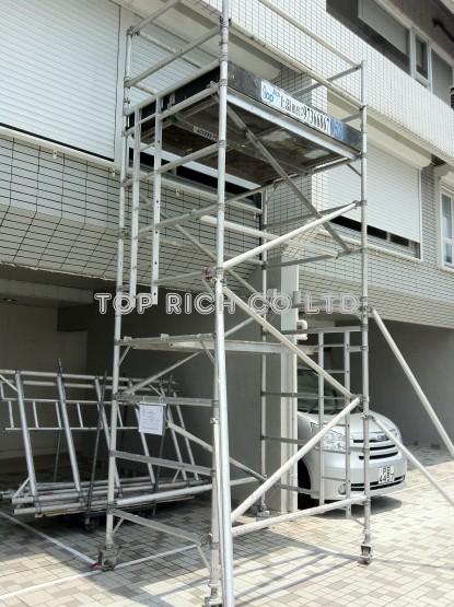 鋁合高空工作台 - 於加列山道豪宅昆盧安裝防風閘